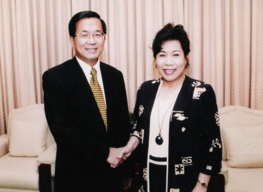 陳水扁總統與黃越綏