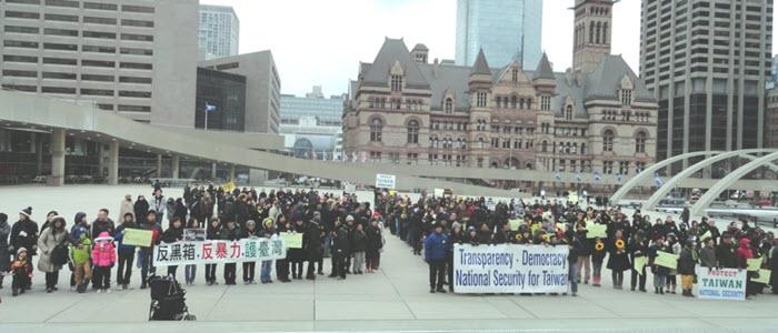 Toronto 在多倫多市政府前廣場示威集會